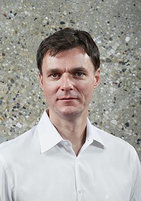 Thomas Roszak headshot